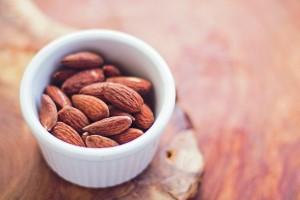 almonds-768699_1280