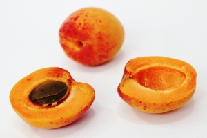 Consumers urged to avoid apricot and almond kernels