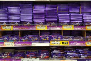 Cadbury withdraws legal claim over classic purple wrapping